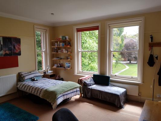 A single bedroom with a garden view in Cranmer Road