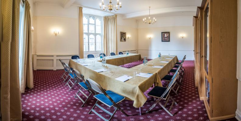 Meeting Room I4, a traditional college room ideal for small meetings